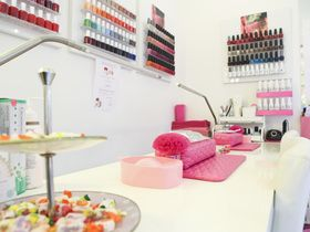 Glamour Beauty Bar